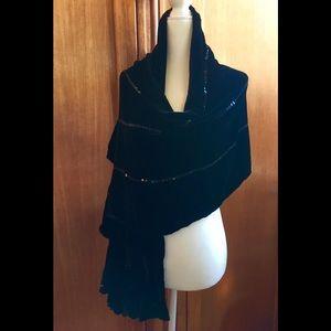 Accessories - Black velvet shawl